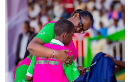 Madamu Jeannette Kagame yacyeje abakobwa 25 bakiriwe mu muryango w'Inkubito z'Icyeza
