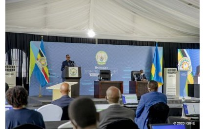 Abanyarwanda barishyuye – Perezida Kagame abwira abatanga serivisi mbi kandi bahembwa mu misoro