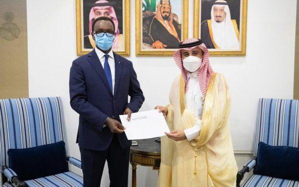 L'Ambassadeur du Rwanda en Arabie Saoudite a présenté une copie de ses lettres de créances