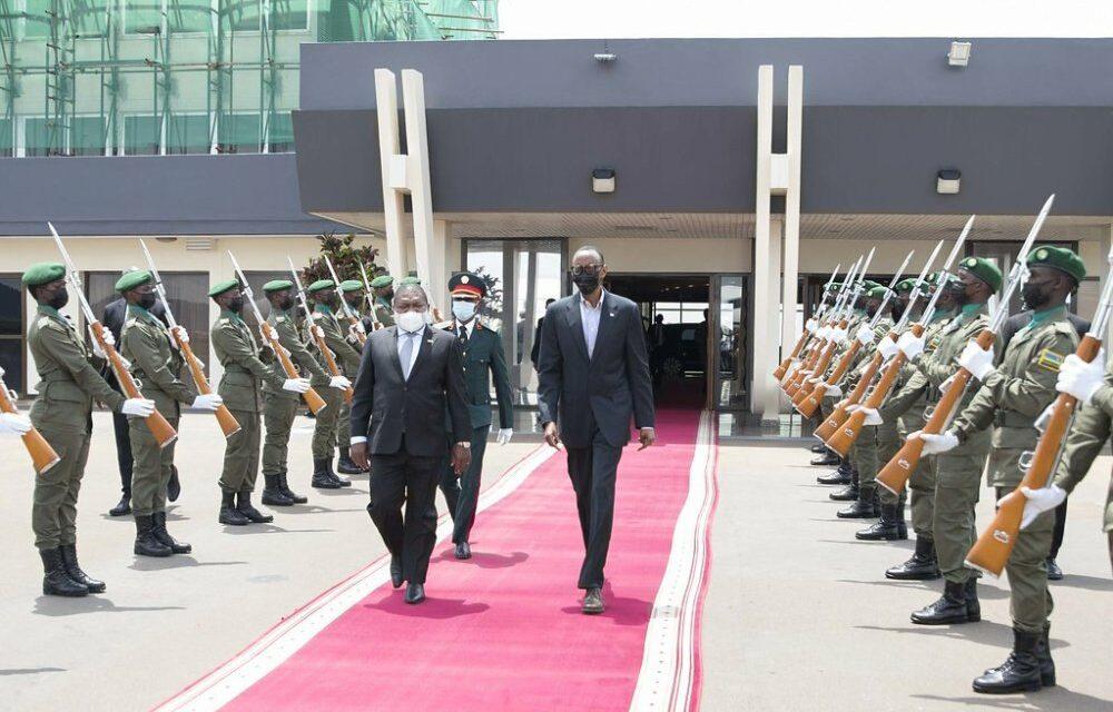 Perezida Kagame aherutse kwakira Filipe Nyusi wa Mozambique baganira ku guhashya iterabwoba