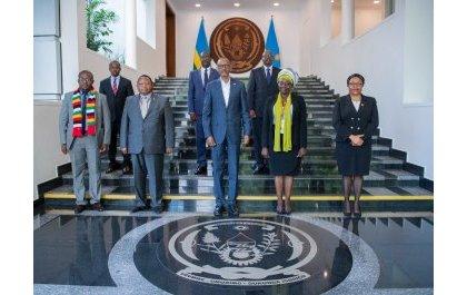Perezida Kagame yakiriye Minisitiri w'ububanyi n'amahanga wa Zimbabwe n'itsinda ayoboye